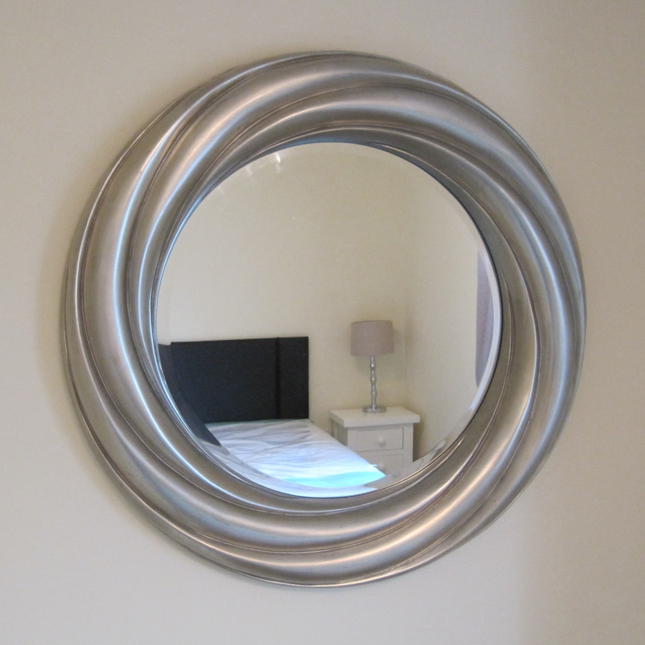 Featured Image of Round Silver Mirrors