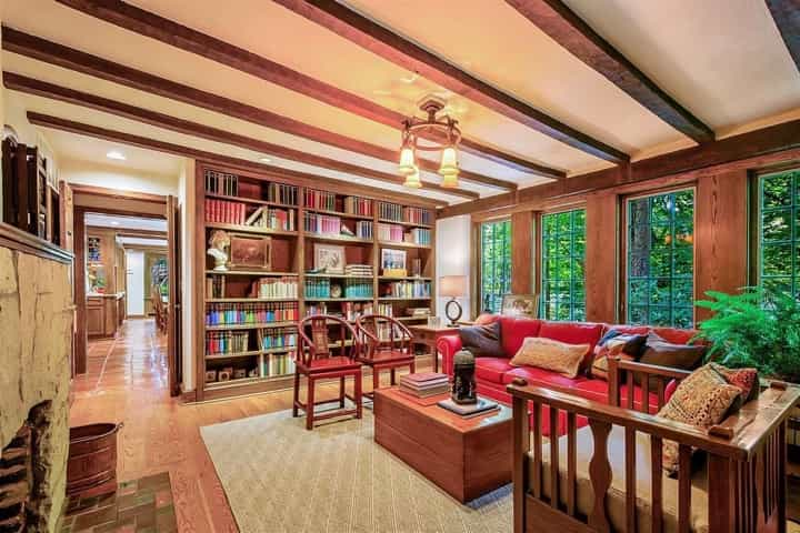 Featured Image of Modern Craftsman Living Room Built In Bookshelves And Exposed Ceiling Beams