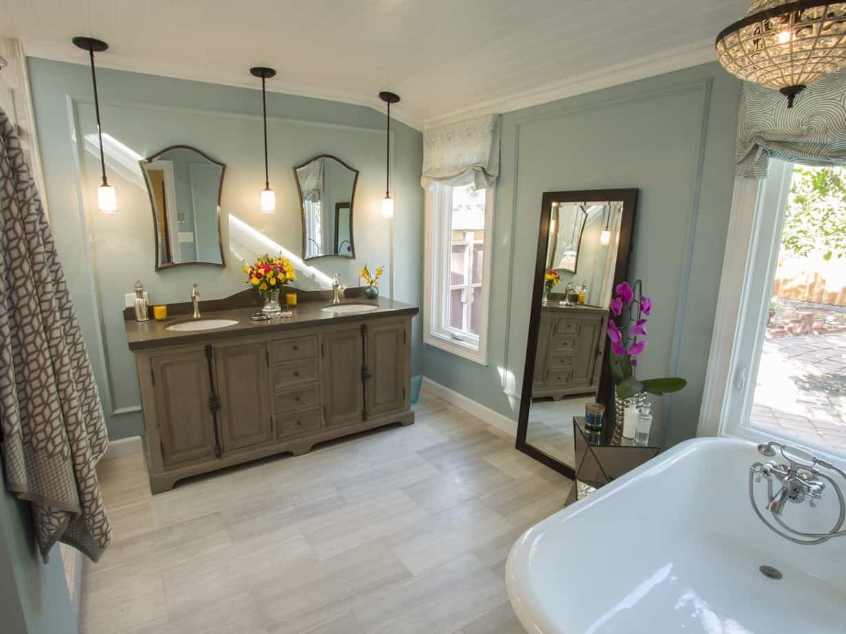 Featured Image of Modern Vintage Bathroom Features Clawfoot Tub With Quartz Countertops