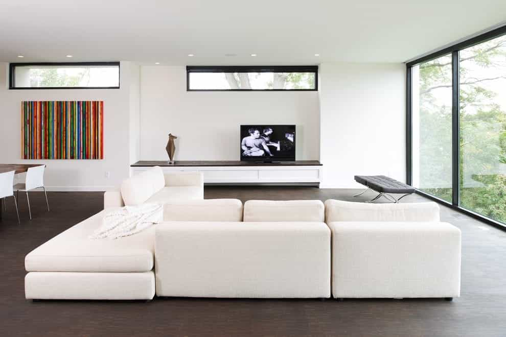 Featured Image of Modern Open Concept Living Room With White Walls And A Freestanding Tv
