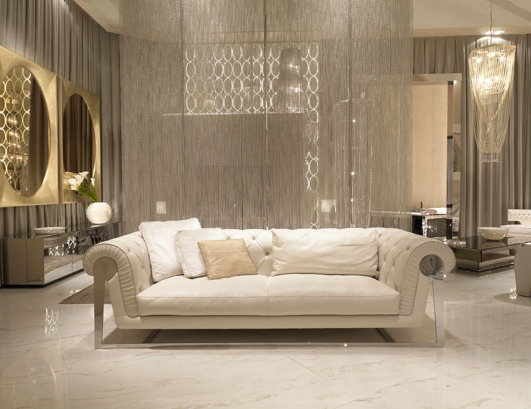 Nella Vetrina Visionnaire Ipe Cavalli Chester Dudley Luxury Sofa Inside Modern Italian Chandeliers (View 11 of 15)