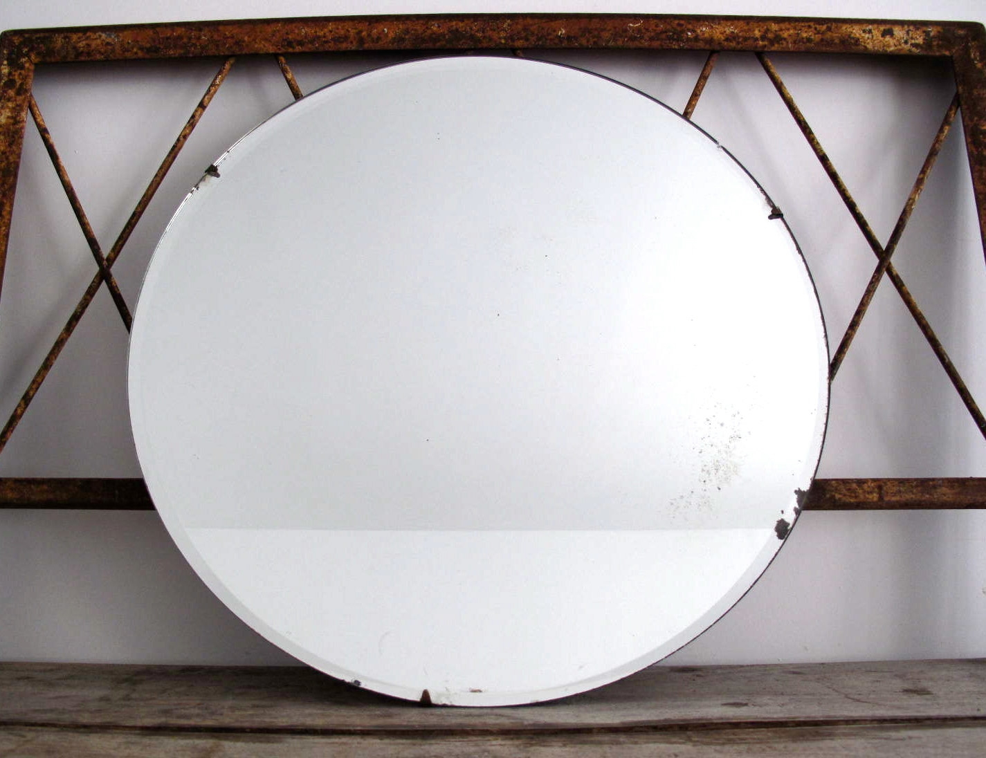 New Antique Wall Mirror On Furniture With Vintage Round Mirror With Antique Round Mirrors (View 9 of 15)