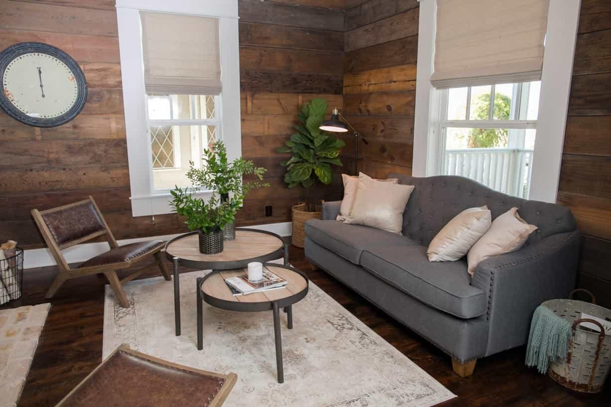 Featured Image of Shiplap Paneling And Wood Flooring For Country Living Room