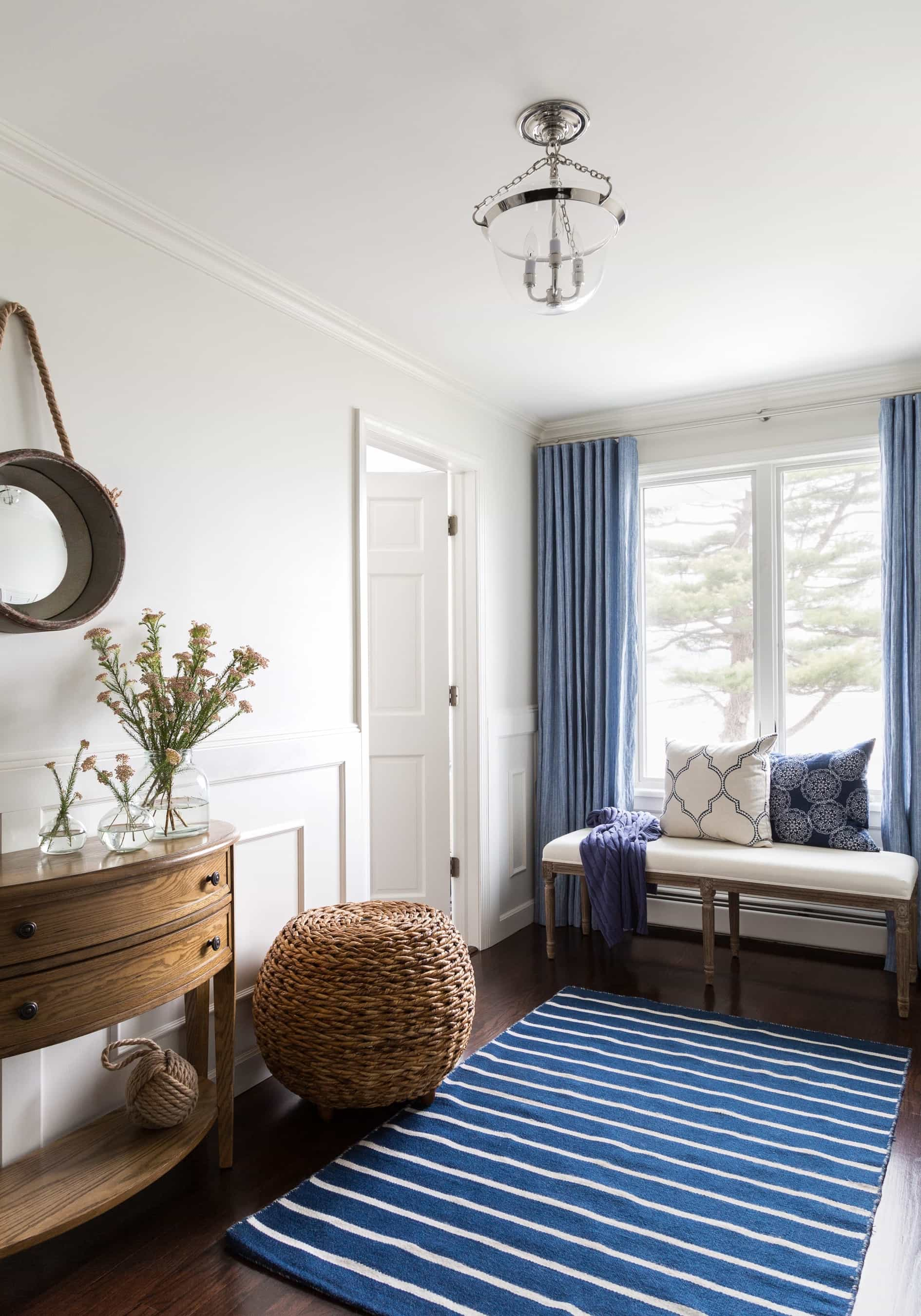 Featured Image of Simple Blue And White Colonial Hall With Bench