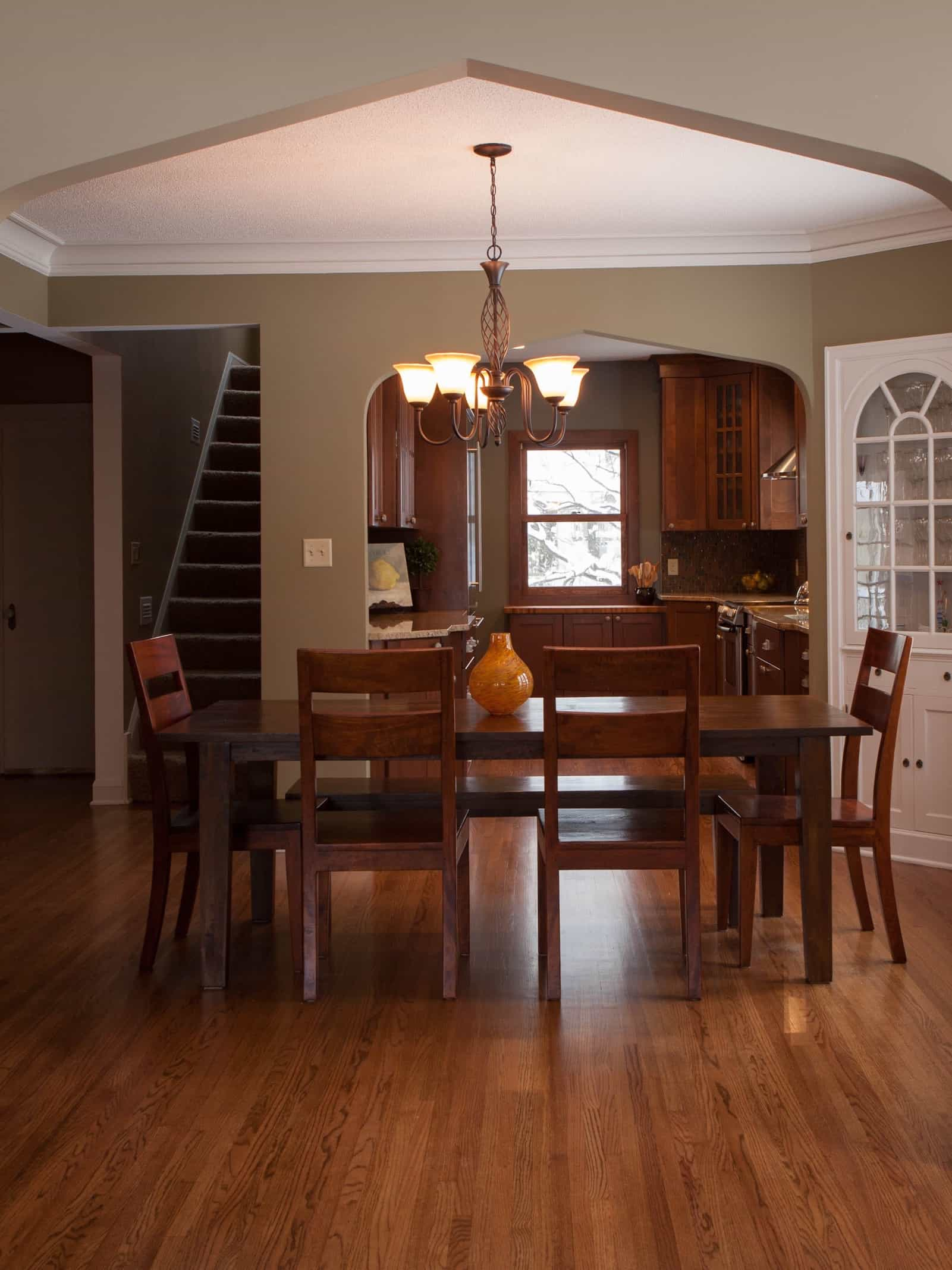 Featured Image of Simple Craftsman Style Dining Room With Wood Furniture