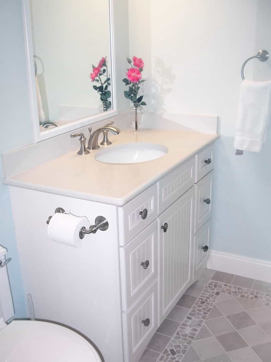 Featured Image of Single Vanity With Shaker Style Doors