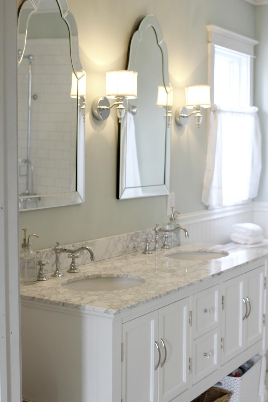 Featured Image of Venetian Bathroom Mirror