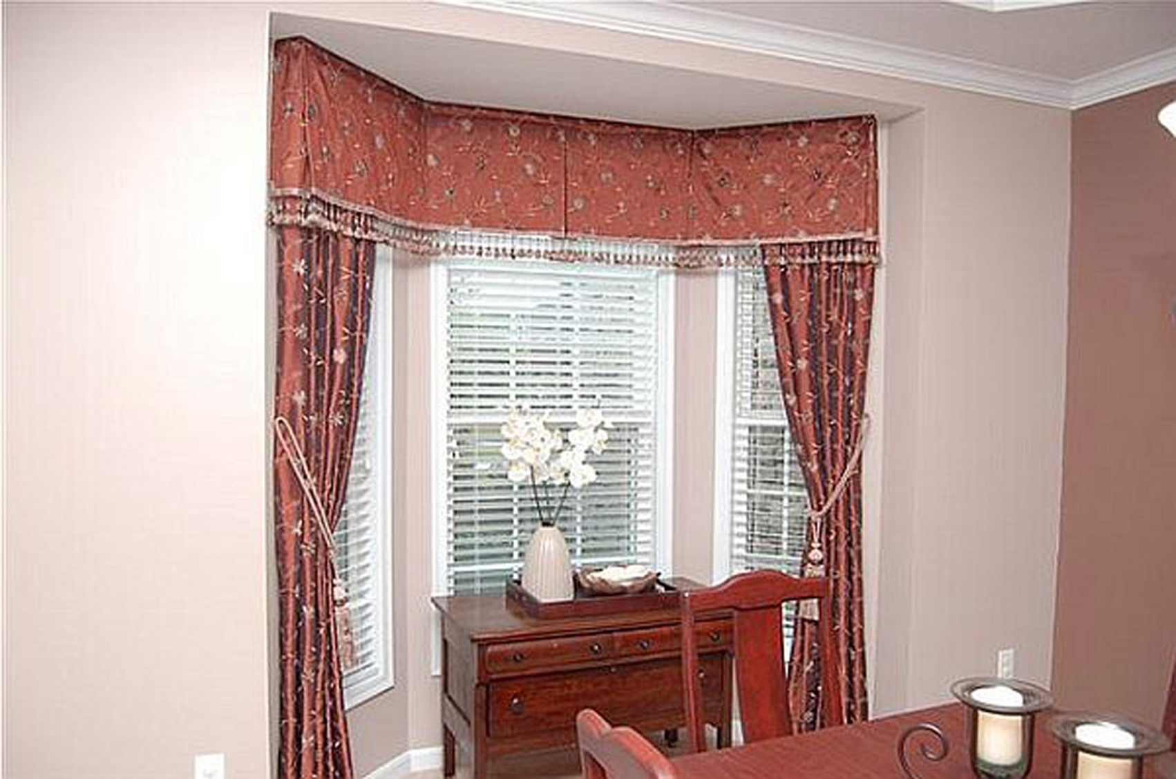 Small Bay Window Curtain Ideas Intended For Curtains For Small Bay Windows (Image 15 of 15)