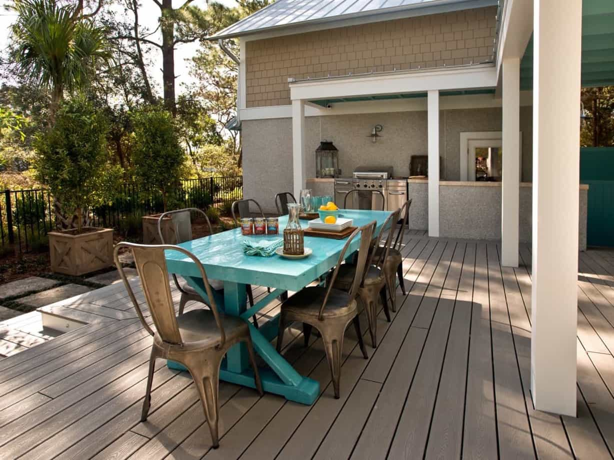 Featured Image of Stunning Back Patio And Grilling Space With Outdoor Kitchen