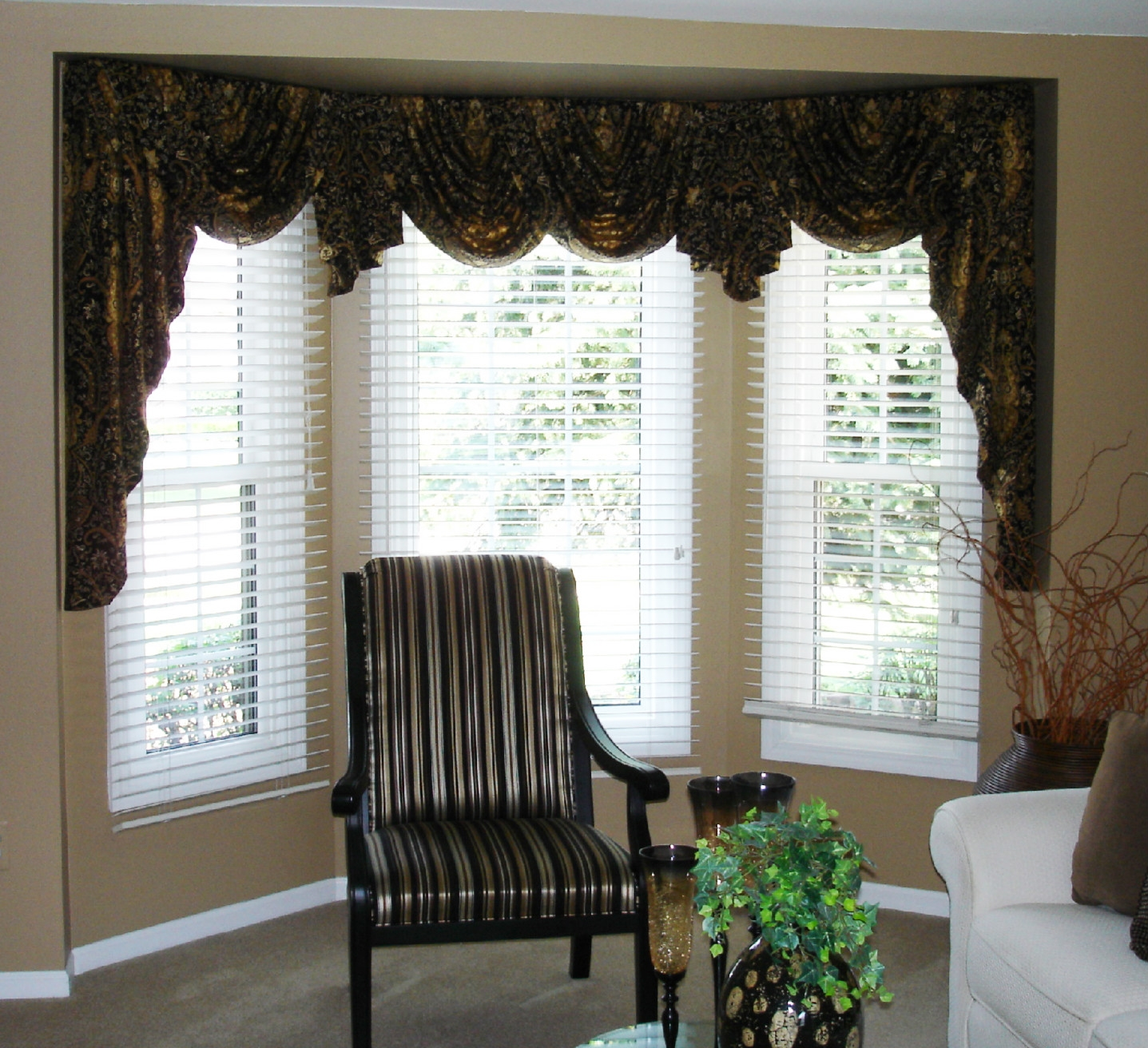 Swag Valances For Bay Windows Swags And Jabots In A Bay Window With Regard To Ready Made Curtains For Large Bay Windows (Image 13 of 15)