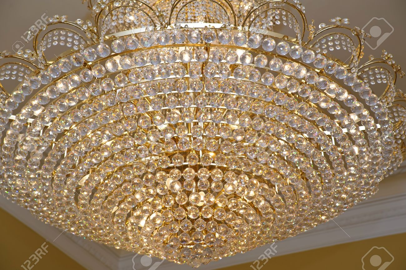 Featured Image of Big Crystal Chandelier
