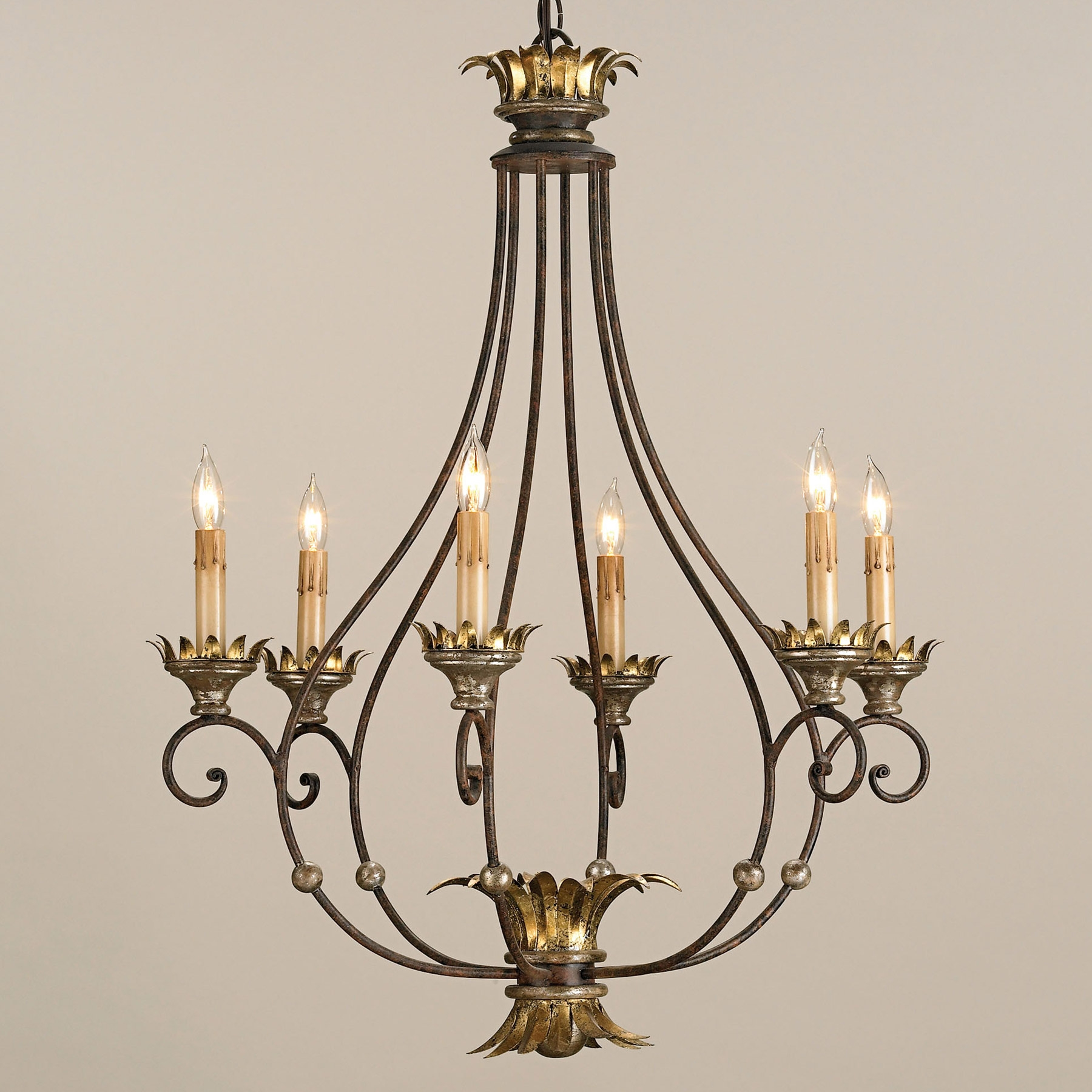 Featured Image of Traditional Chandeliers