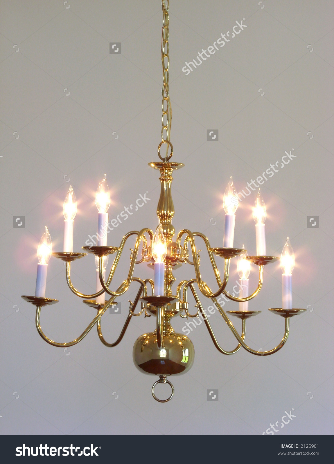 Featured Image of Traditional Brass Chandeliers