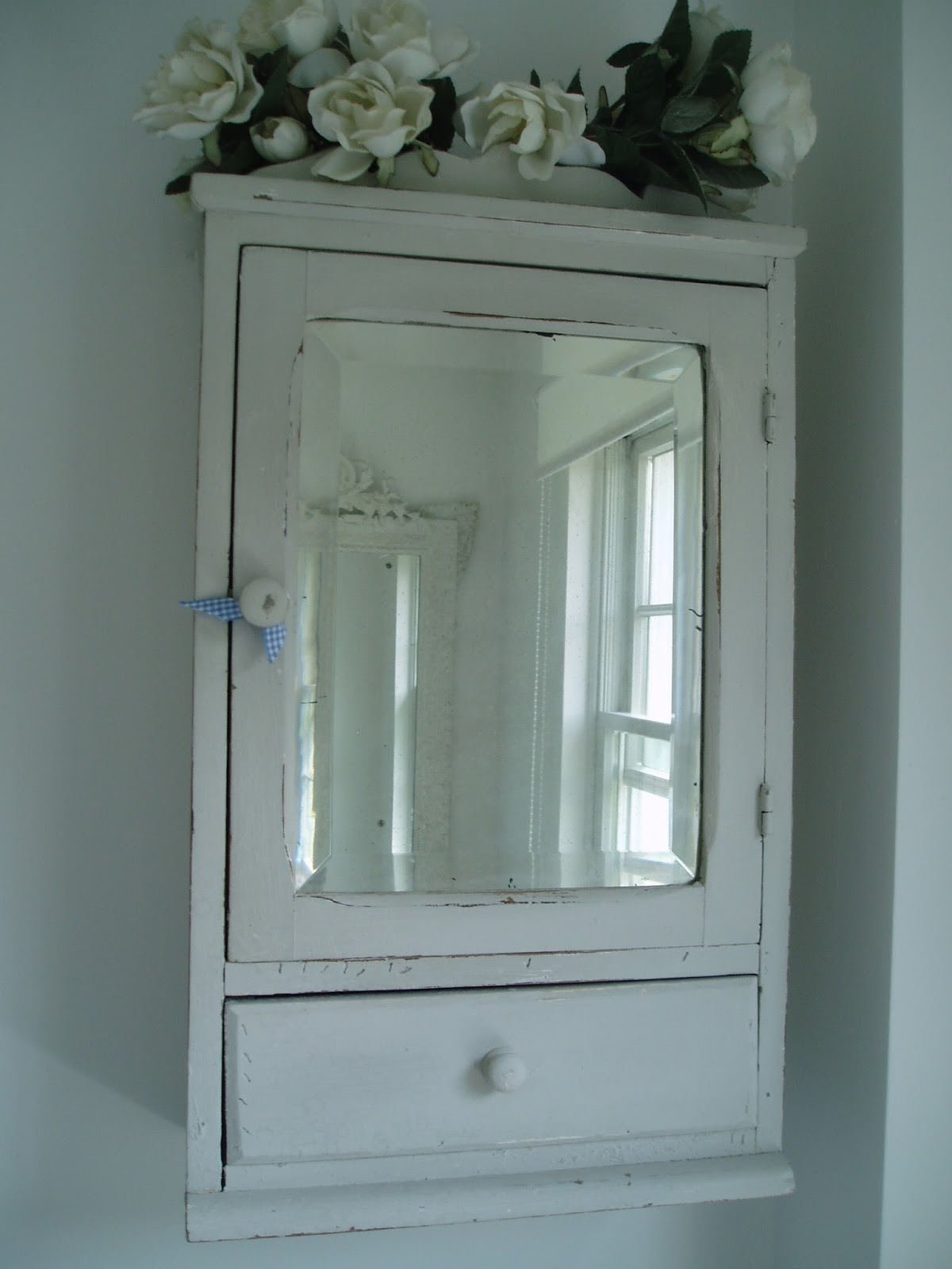 Vintage Bathroom Mirror Cabinet Creative Bathroom Decoration With Retro Bathroom Mirrors (Image 12 of 15)