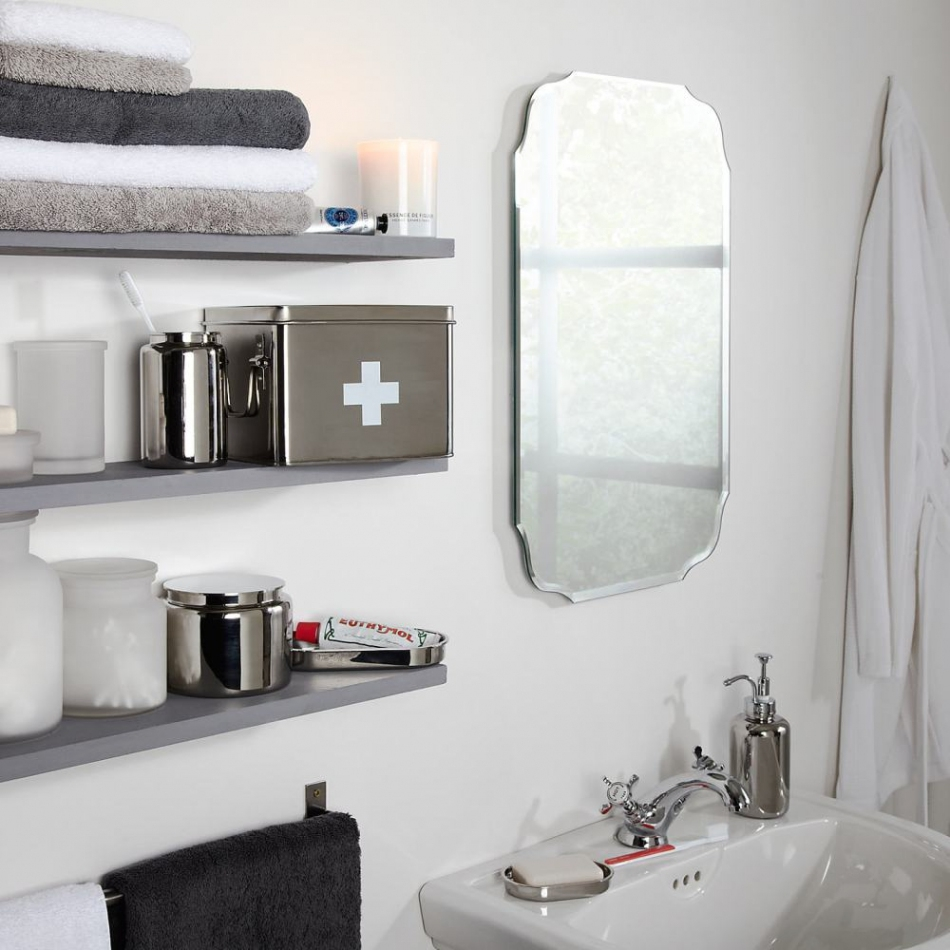 Featured Image of Vintage Style Bathroom Mirrors