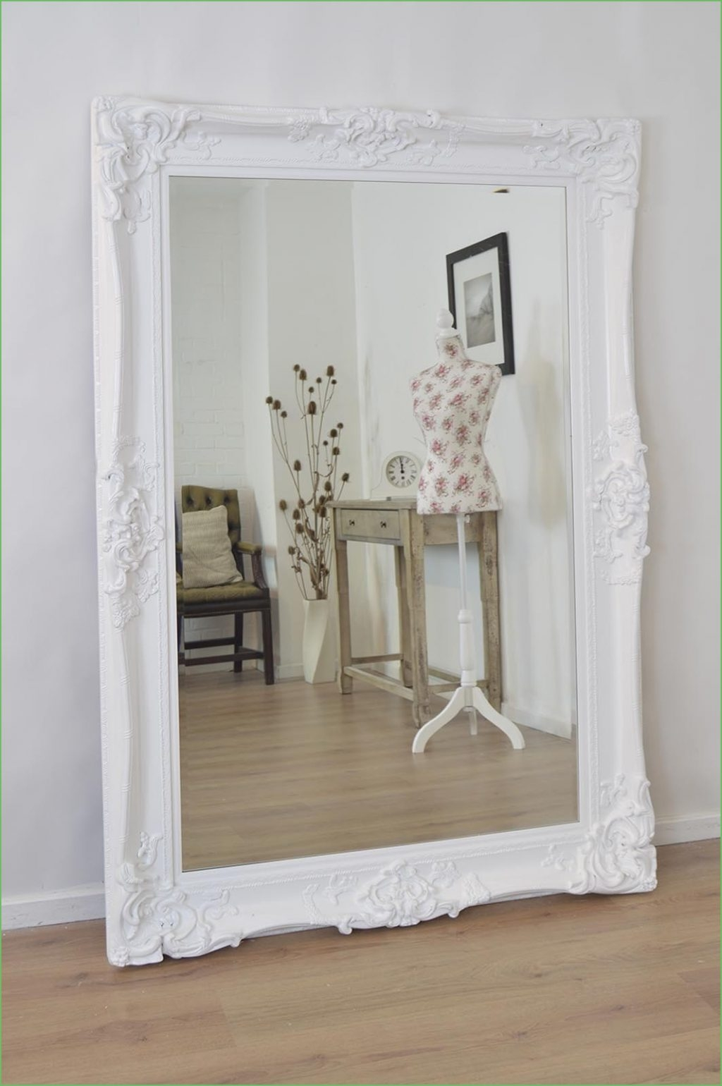Featured Image of White Shabby Chic Wall Mirror