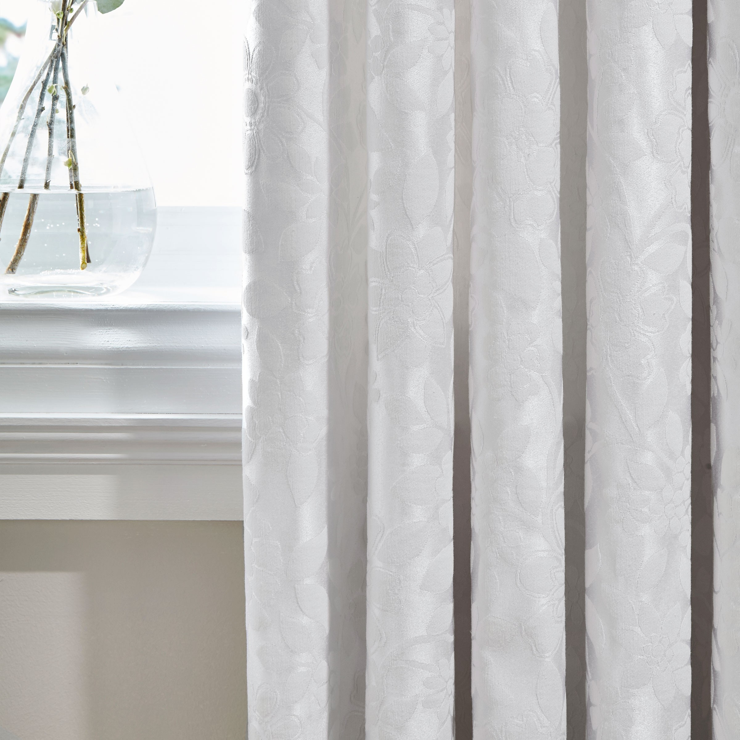 Featured Image of Luxury White Curtains