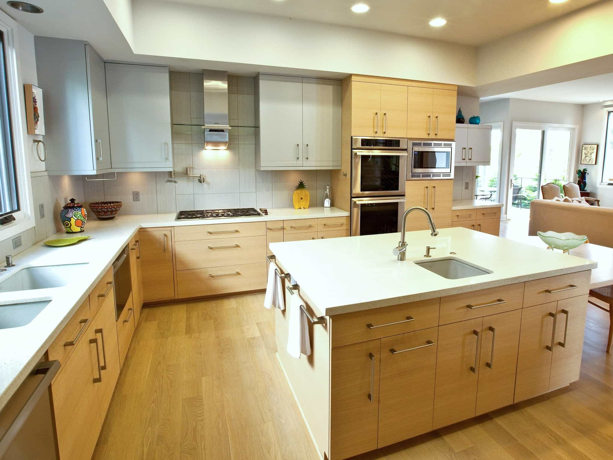 Wooden Fitted Kitchen With Large Island (Image 15 of 15)