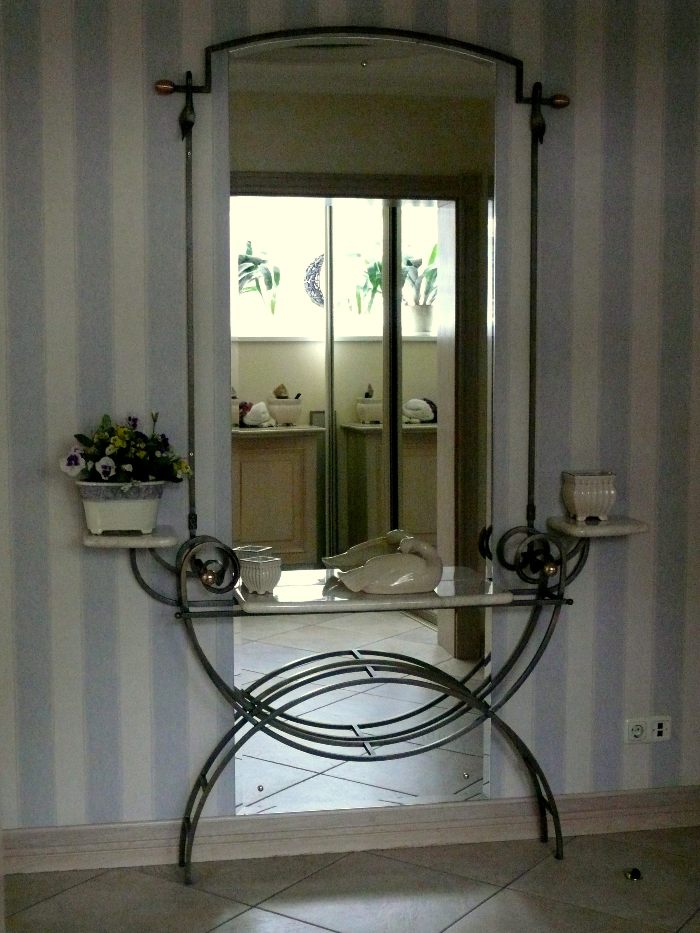 Wrought Iron In Home Decor L Essenziale Throughout Black Wrought Iron Mirror (Image 13 of 15)