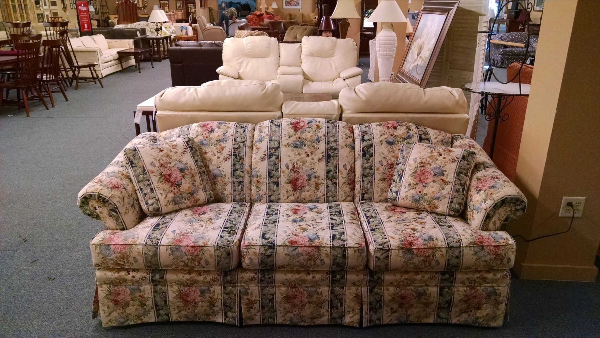 55 Floral Sofa 1000 Ideas About Floral Sofa On Pinterest Country For Chintz Floral Sofas (Image 1 of 15)
