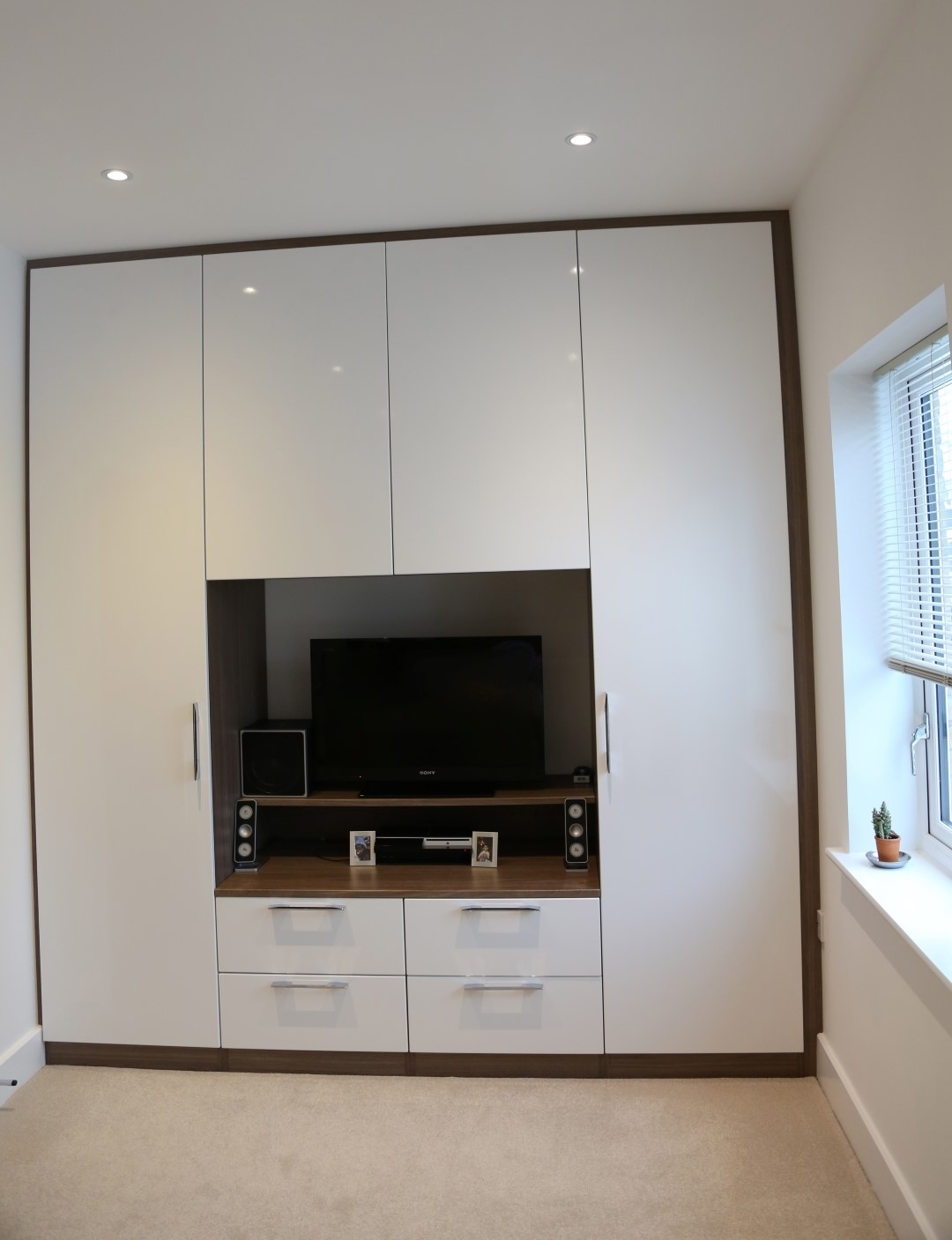 Built In Wardrobe Designs Dressing Table And Bedroom With Tv Unit Regarding Built In Wardrobes With Tv Space (View 9 of 15)