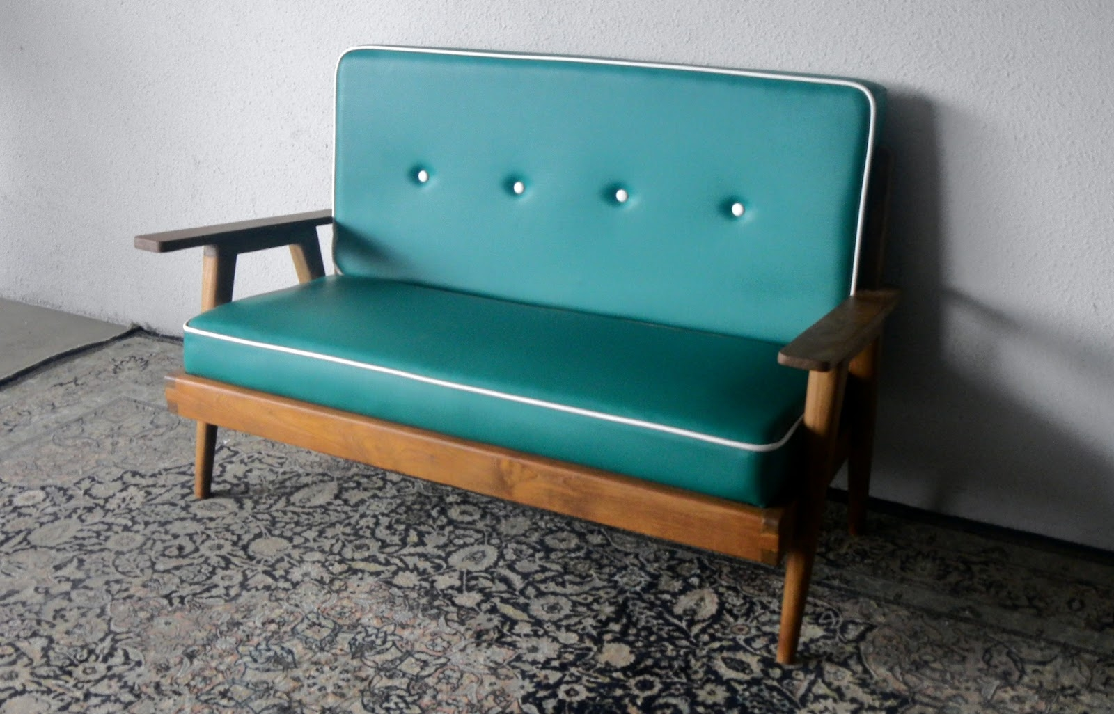Decoration Retro Sofas And Chairs With Retro Sofa Couch Design With Retro Sofas And Chairs (Image 7 of 15)