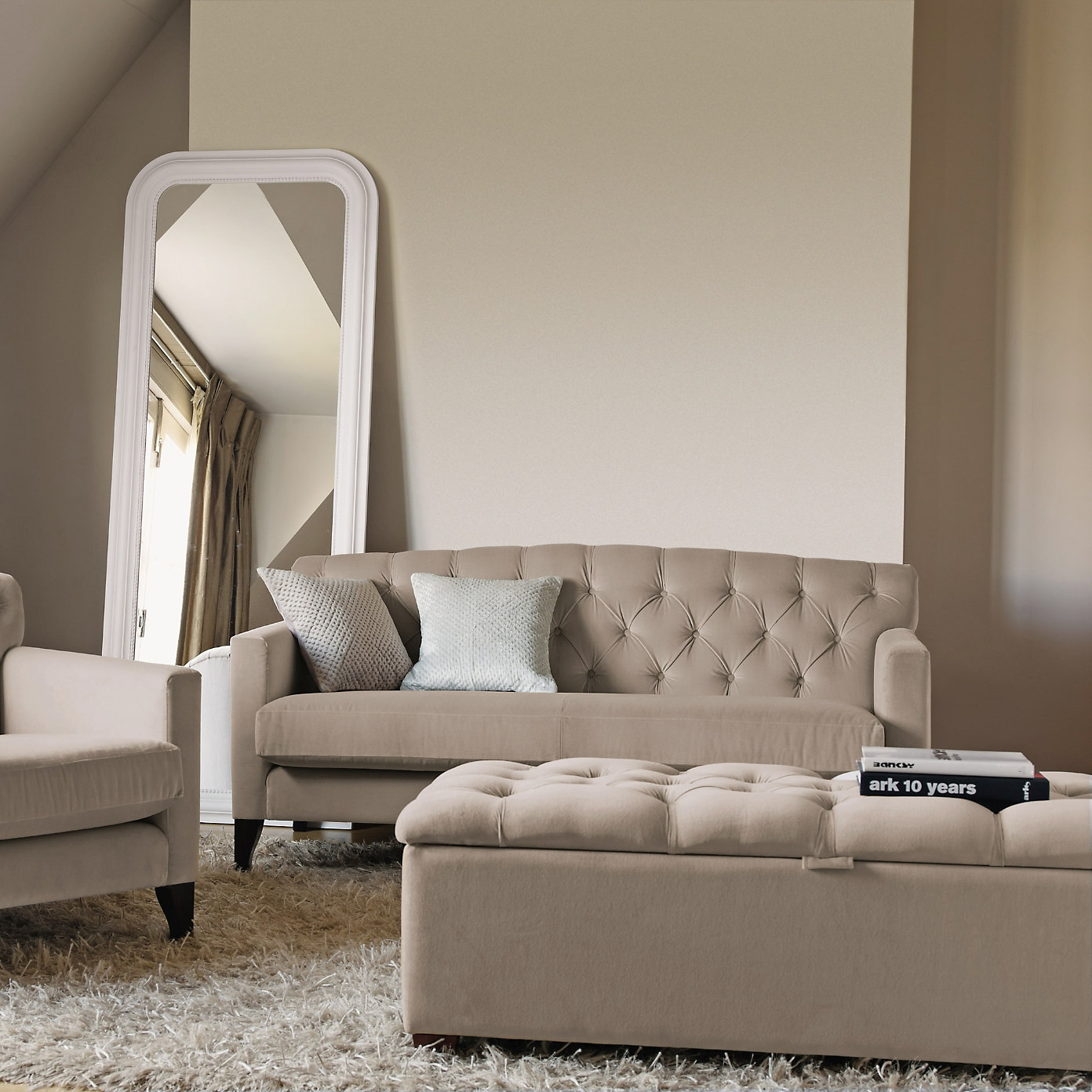 Eaton Bedroom Sofa From The White Company Furniture And Linen Within Bedroom Sofas And Chairs (Image 8 of 15)