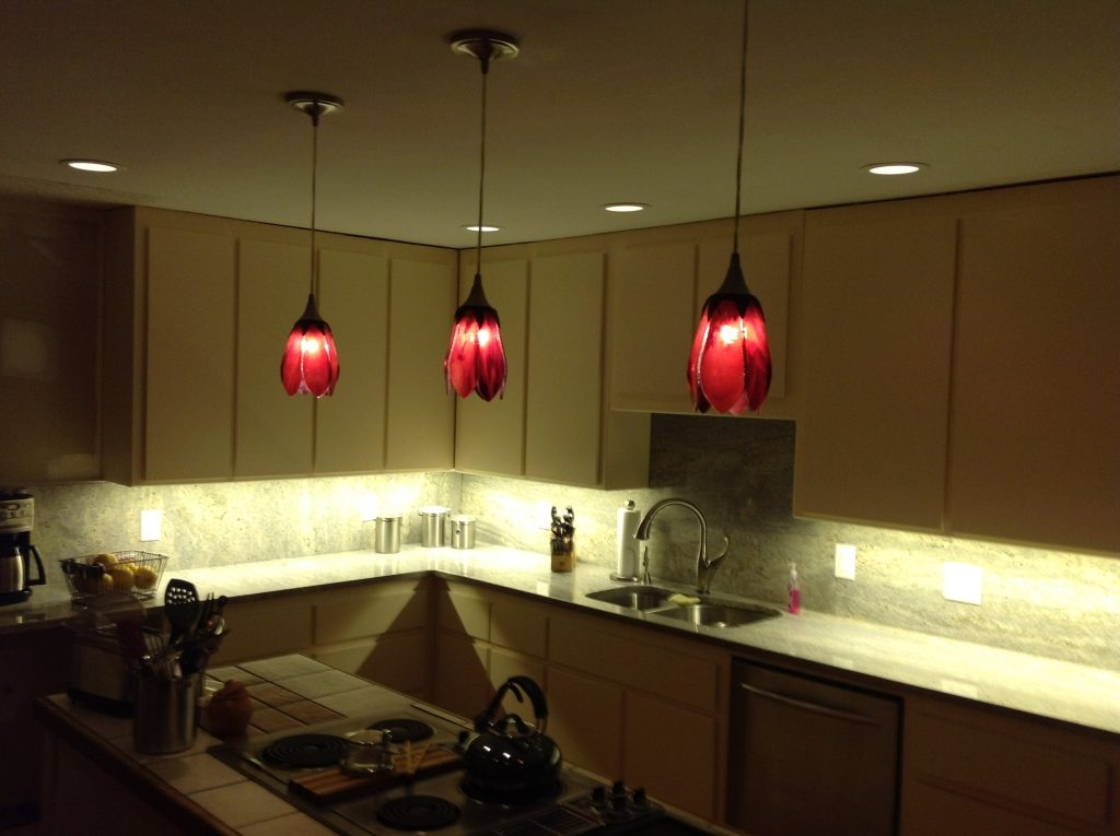 Fantastic Trendy Modern Red Pendant Lighting In Kitchen Great Red Pendant Lights For 2017 Kitchen 14 For Light (Image 13 of 25)