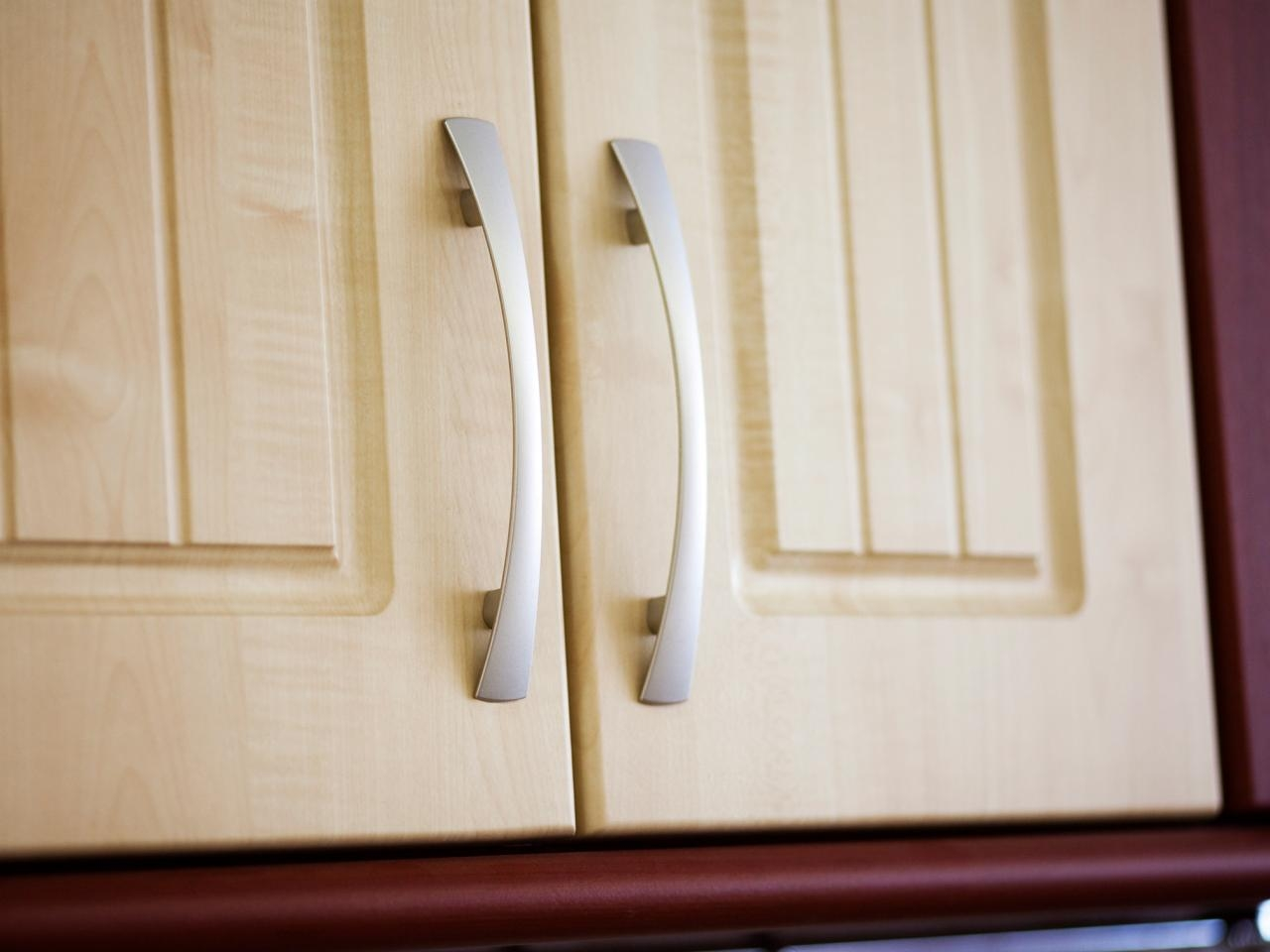 Kitchen Cabinet Hardware Ideas Pictures Options Tips Ideas Hgtv In Cupboard Knobs And Pulls (Image 16 of 25)