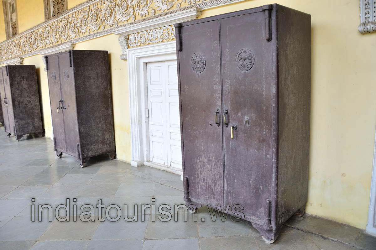 Metal Wardrobes Chowmahalla Palace Hyderabad Andhra Pradesh Throughout Metal Wardrobes (View 6 of 25)