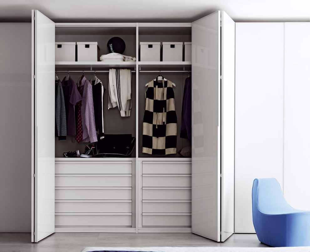 Featured Image of Folding Door Wardrobes