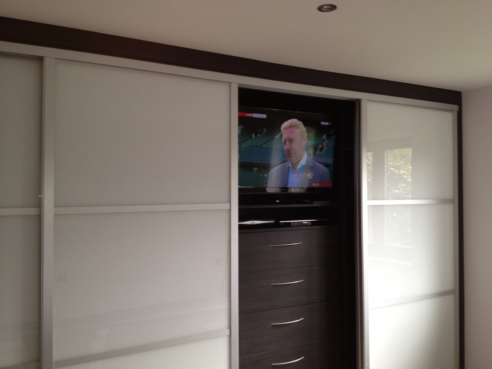 Resultado De Imagen De Fitted Wardrobes With Built In Tv Pertaining To Built In Wardrobes With Tv Space (View 3 of 15)