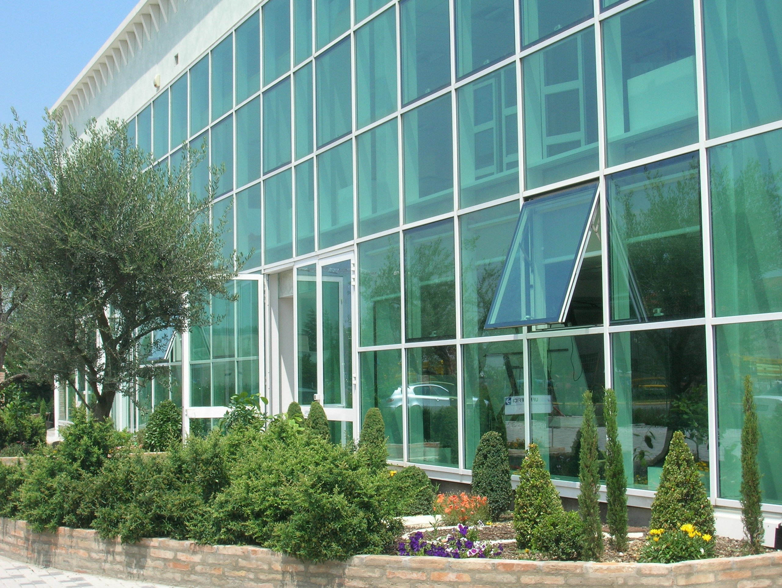 Self Cleaning Float Glass Pilkington Activ Pilkington Italia Regarding Float Glass (View 9 of 15)
