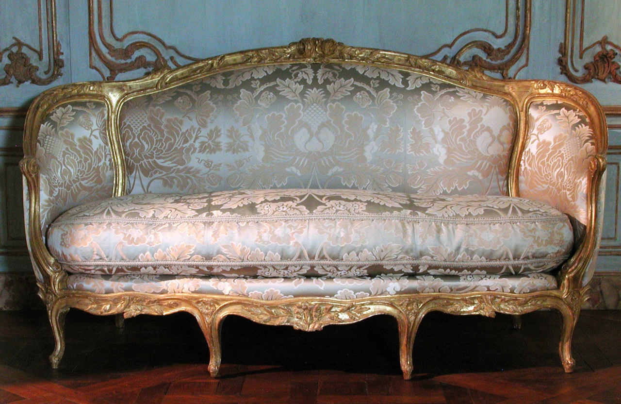 Featured Image of Old Fashioned Sofas
