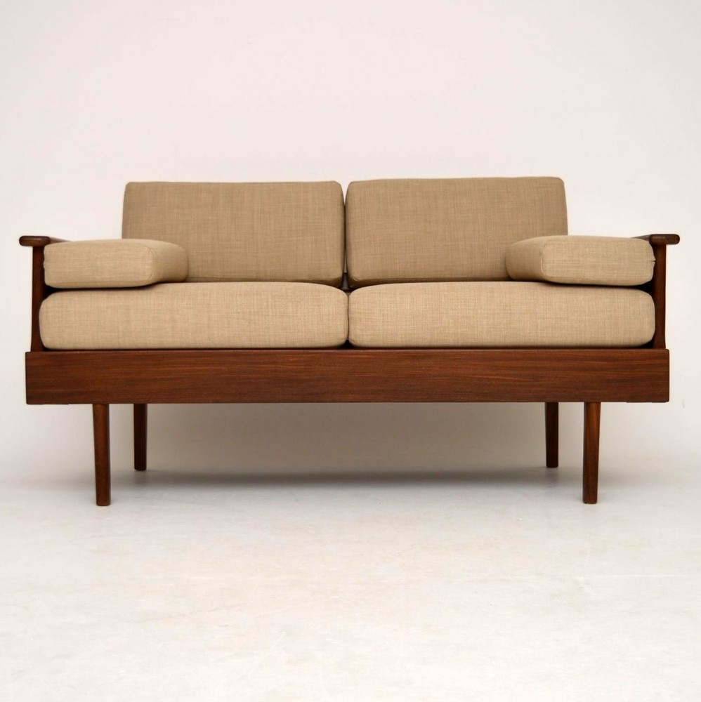 15 photos retro sofas for sale sofa ideas. Black Bedroom Furniture Sets. Home Design Ideas