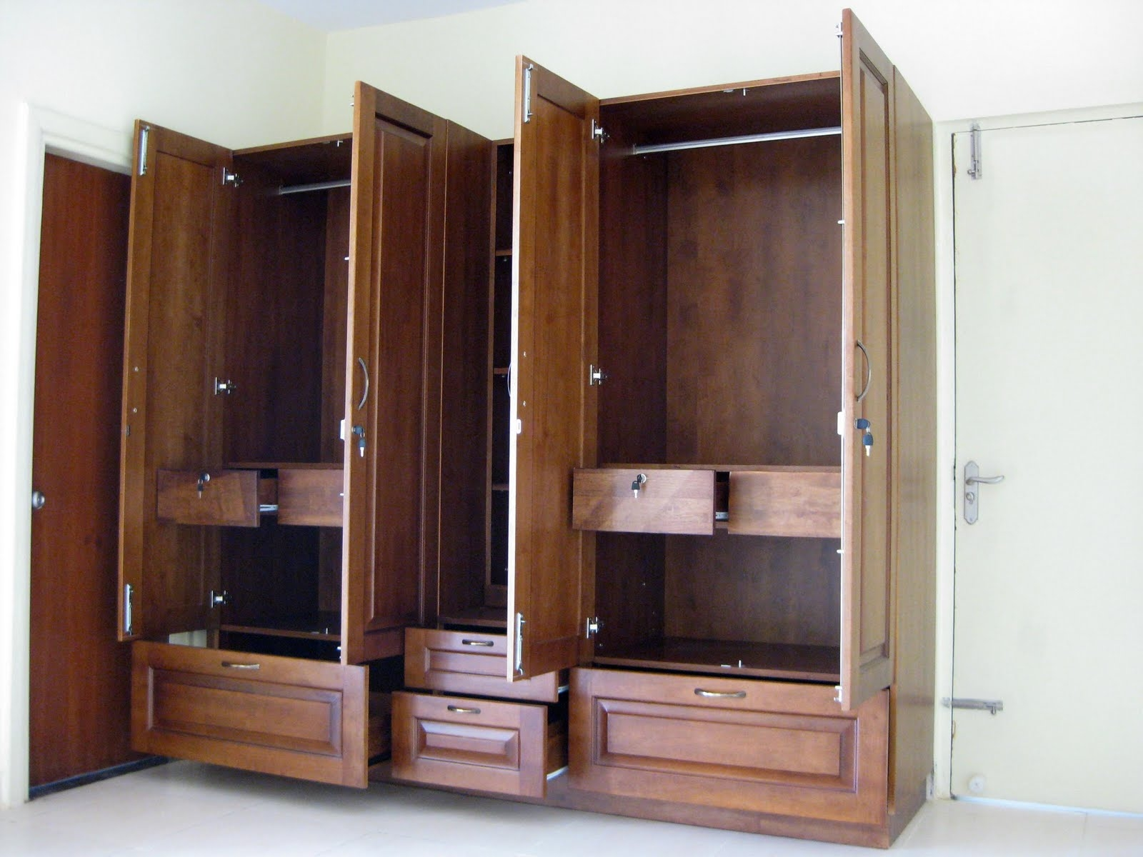 Spacious Wardrobes For High End Wardrobesbangalore Httpwww Within Large Wooden Wardrobes (Image 22 of 25)