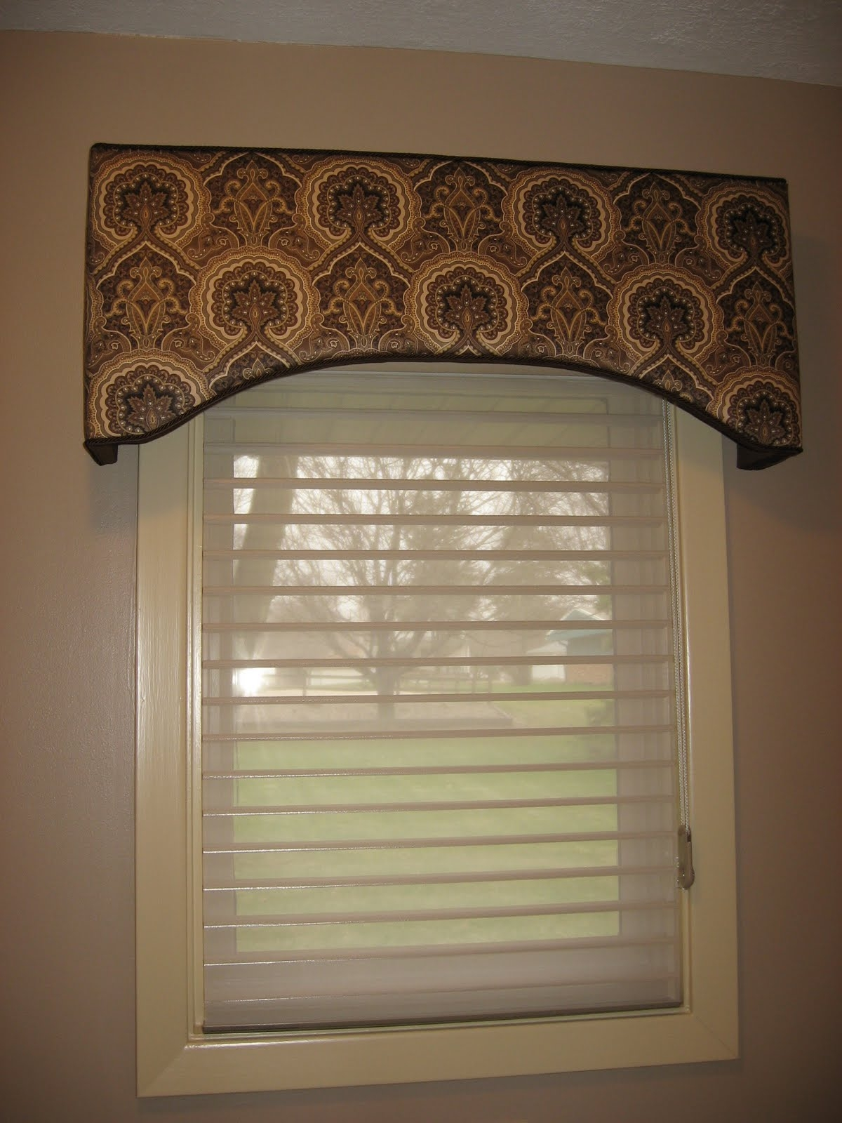 Top 25 valance curtain ideas curtain ideas for Bathroom window dressing ideas
