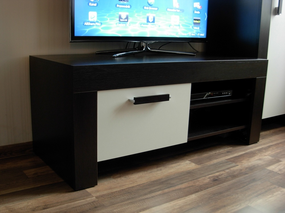 Amazing Common Small TV Cabinets In Nice Small Tv Cabinet On Chiltern Grand Oak Small Tv Cabinet Oak (Image 2 of 50)