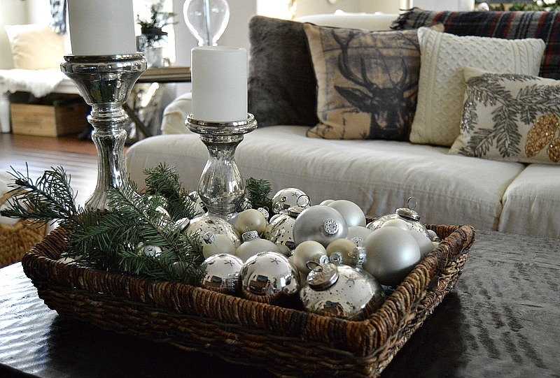 Featured Image of Rustic Christmas Coffee Table Decors