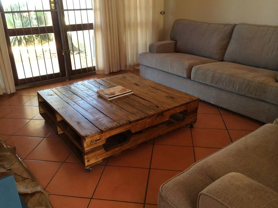 Amazing Favorite Very Large Coffee Tables Inside 20 Diy Pallet Coffee Table Ideas (View 13 of 50)