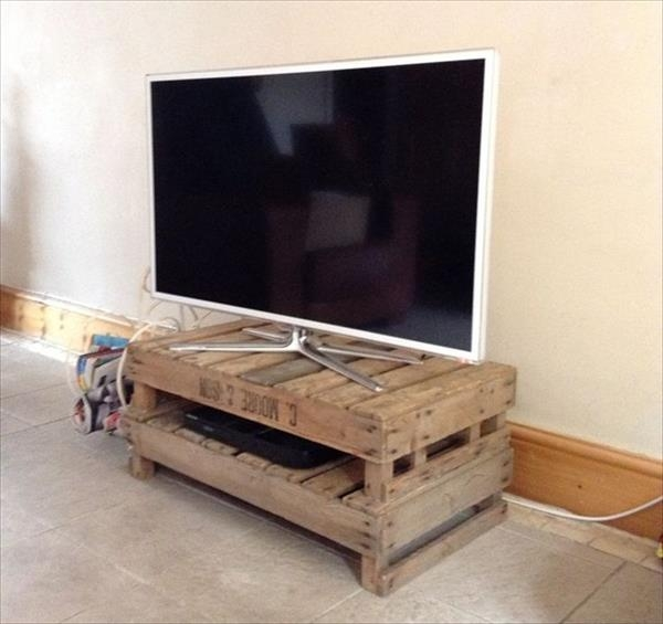 Awesome Deluxe Unique TV Stands Throughout Diy Wooden Pallet Tv Stand Plans Recycled Pallet Ideas (Image 6 of 50)