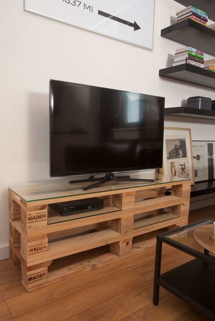 Awesome Elite Como TV Stands For Mesa De Pallet 6 Ideias Criativas Para Voc Repaginar Seu Ambiente (Image 7 of 50)