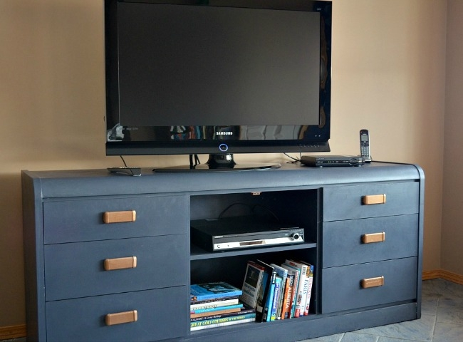 Awesome Widely Used Blue TV Stands For Furniture Makeover Outdated Dresser To New Tv Stand Time With Thea (View 19 of 50)