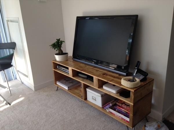Brilliant New Hairpin Leg TV Stands Pertaining To Diy Pallet Furniture Tv Stand With Hairpin Legs (Image 11 of 50)