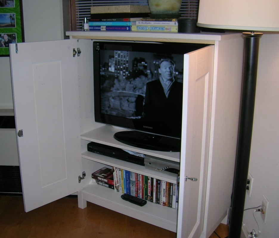 Brilliant Premium Enclosed TV Cabinets With Doors In Stylish White Enclosed Tv Cabinets For Flat Screens With Doors (Image 12 of 50)