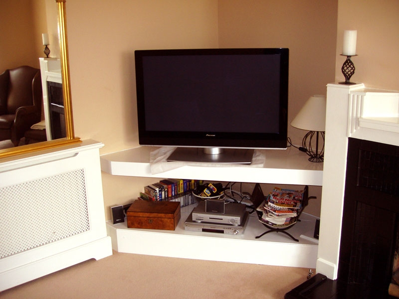 Brilliant Variety Of Low Corner TV Stands Pertaining To Tv Stands 2017 Best Assembled White Corner Tv Stands Collection (Image 13 of 50)