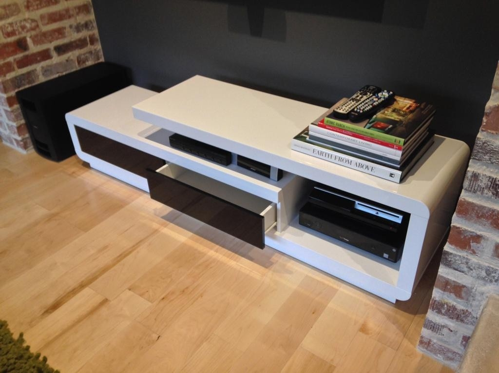 Brilliant Widely Used Modern White Lacquer TV Stands In D3033 Modern White Lacquer Tv Stand (Image 9 of 50)