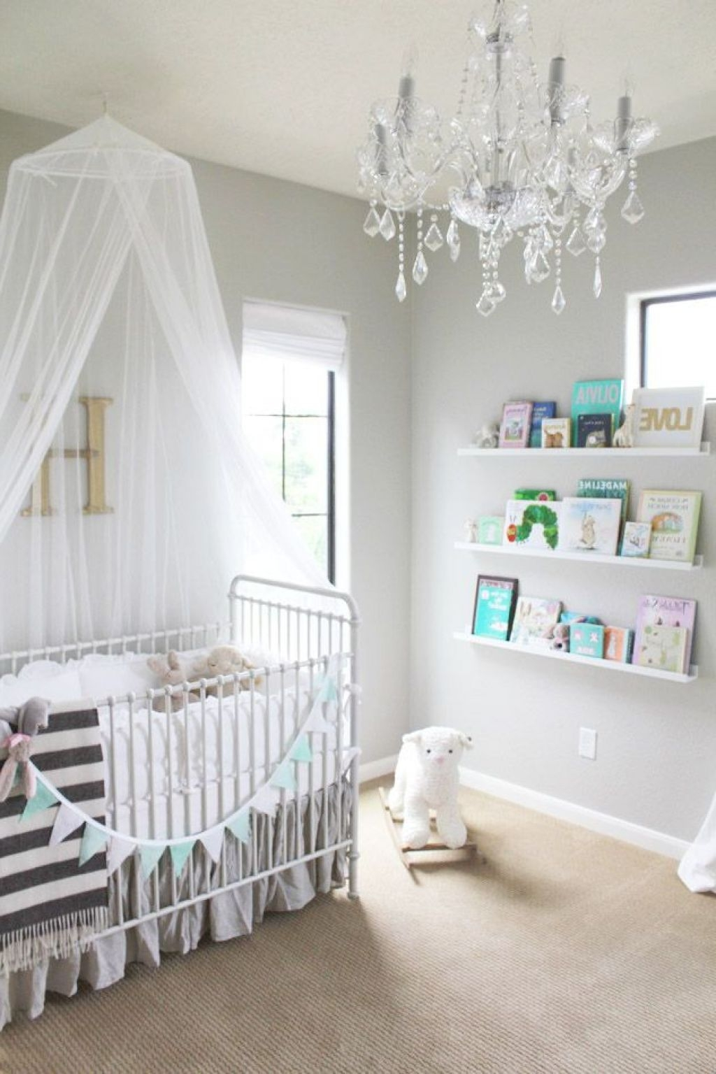 Featured Image of Mini Chandeliers For Nursery