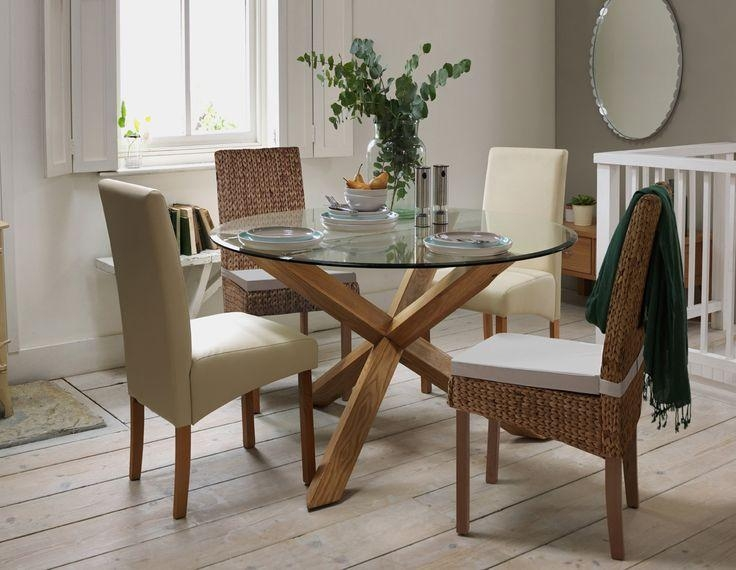 Die Besten 25+ Glass Round Dining Table Ideen Auf Pinterest For Round Glass Dining Tables With Oak Legs (View 7 of 20)