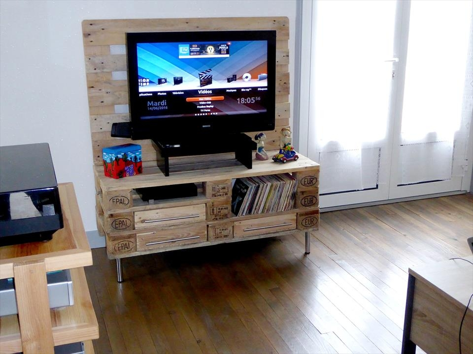 Excellent Preferred Reclaimed Wood And Metal TV Stands With Regard To Wood Pallet Tv Stand With Storage 101 Pallets (Image 18 of 50)